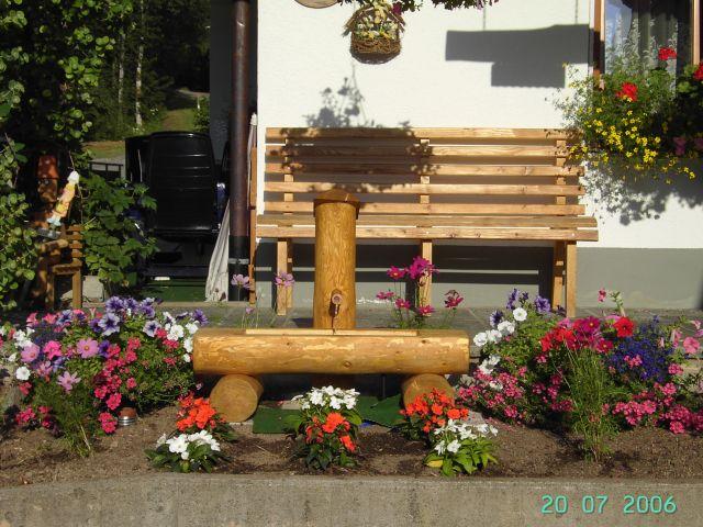 Ruhebank mit Brunnen