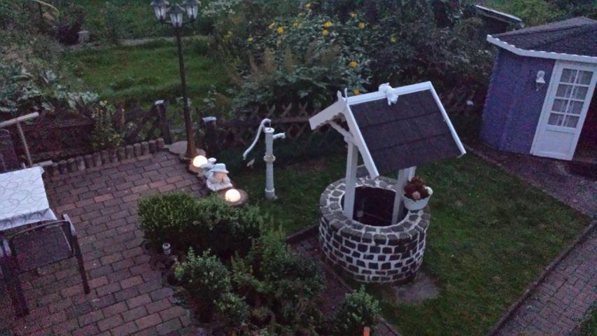 Garten mit Ziehbrunnen