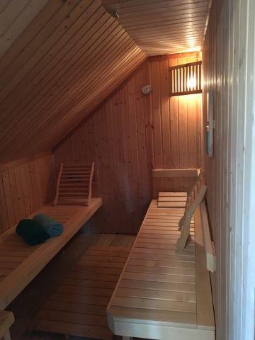Sauna mit Farblichttherapie