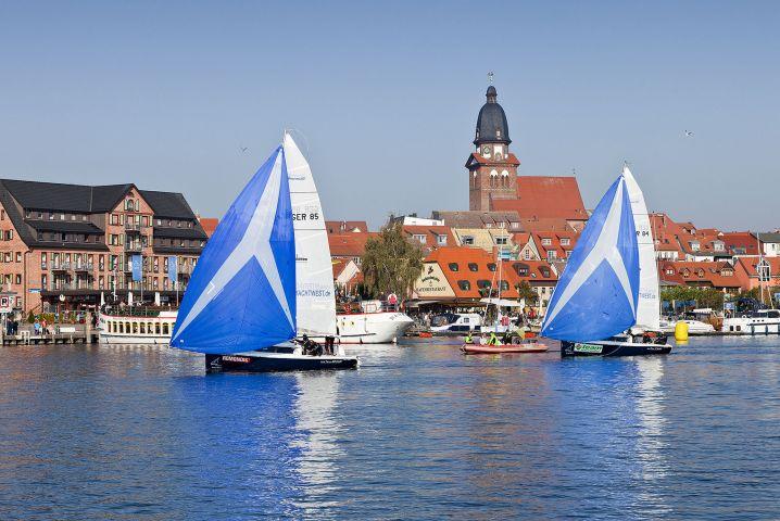 Segelboote im Stadthafen
