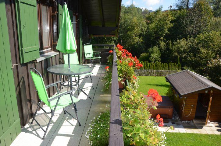 Sonniger Balkon vor 2 Schlafzimmern