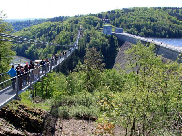 Hängebrücke über der Rappoldstalsperre