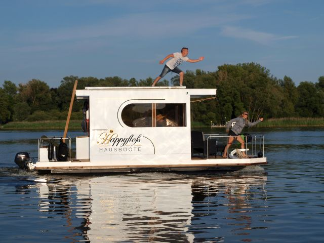 tolles hausboot hunde willkommen f hrerscheinfrei. Black Bedroom Furniture Sets. Home Design Ideas