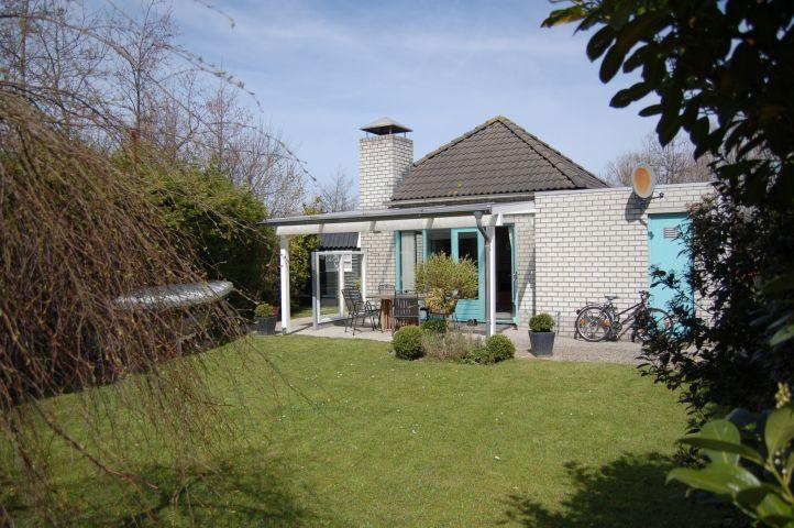 Blick vom Gartenende zum Haus