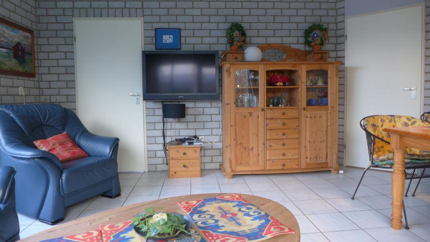 Blick zumFernseher im Wohnzimmer