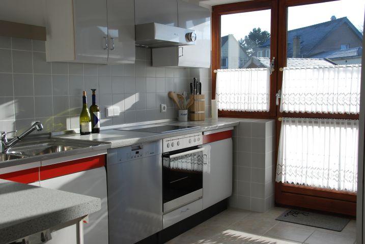 Küche mit Austritt zur Terrasse