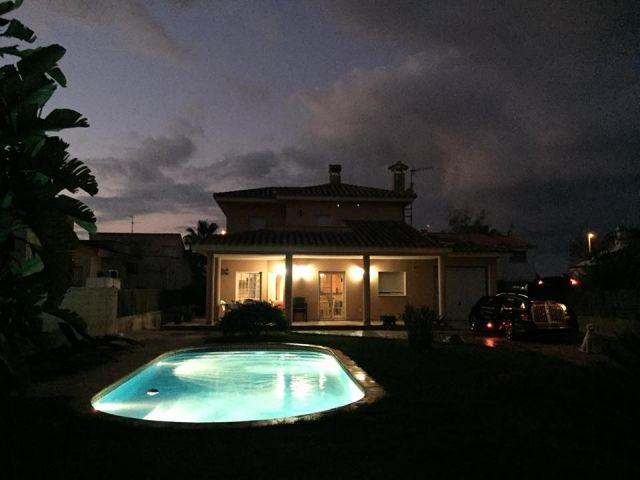 Unsere schöne Villa Javi bei Nacht