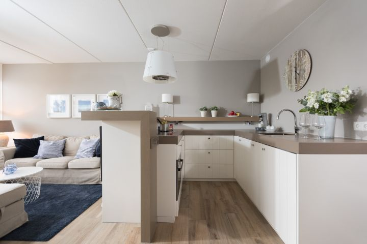 Die super dezent in den Wohnbereich integrierte Küche