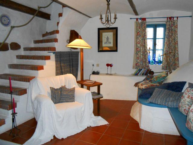 Lese-Ecke mit Treppe nach oben ins Bad/Schlafzimmer
