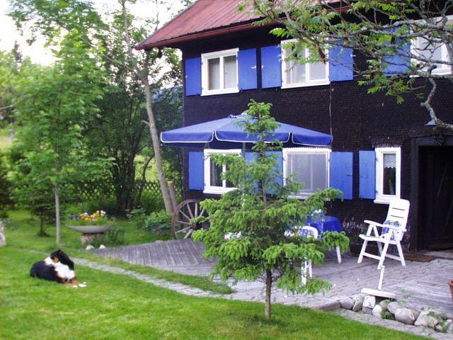 alleinstehendes ferienhaus mit eingez unten garten im allg u. Black Bedroom Furniture Sets. Home Design Ideas