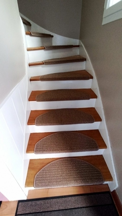 Die Treppe zum OG mit antirutsch Beschichtung