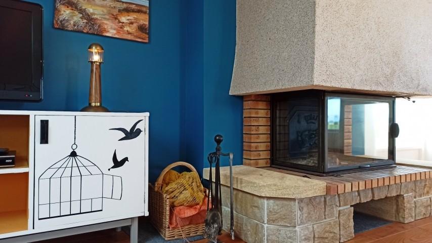 Die TV Ecke mit Kamin