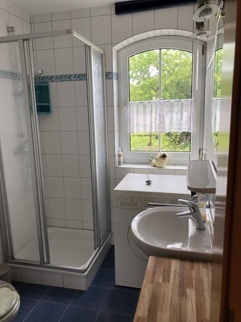 1.  Bad mit Dusche und WC Erdgeschoss