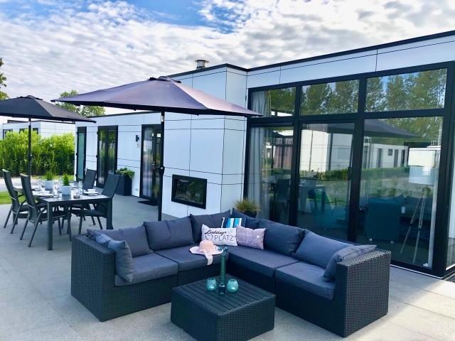 Ess- und Loungebereich auf der großen Sonnenterrasse