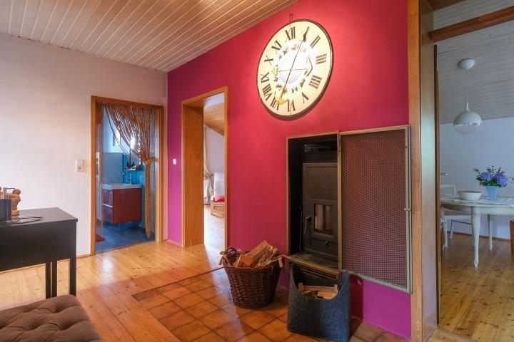 Eingangsbereich/Flur mit Ofen