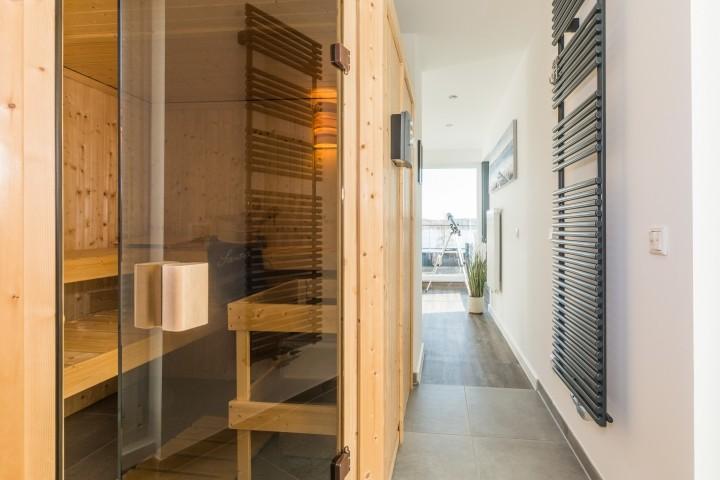 Wellnessbereich mit Sauna, Relaxsofa, Dachterrasse