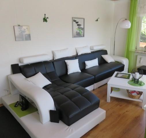schöne Couch mit Relaxliege