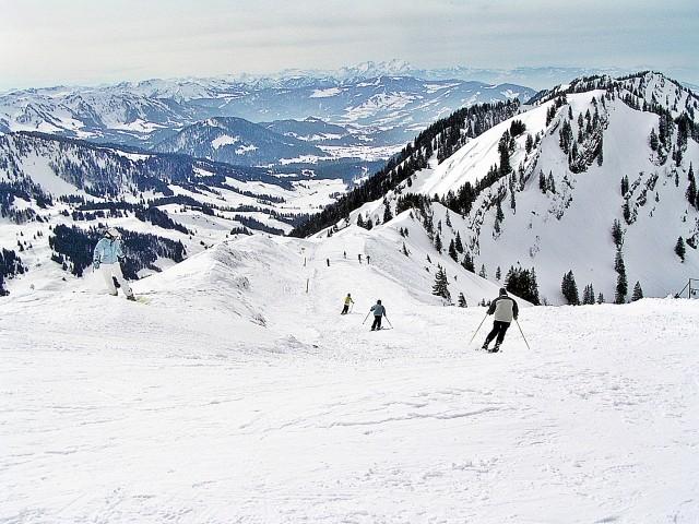 Eine der diversen Oberstaufner Skipisten (Skipass für die gesamte Skiregion Oberstaufen sowie zahlreiche Skilifte und Bergbahnen gratis !!!)