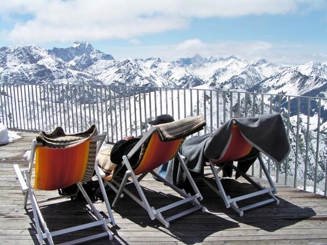 Genießen Sie den Ausblick auf die Bergwelt und die herrliche Wintersonne im Allgäu !!!