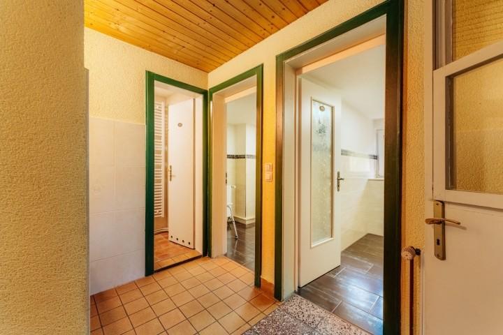 Flur zu den WCs, Dusche und Küche