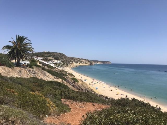 Blick auf den Strand von Salema