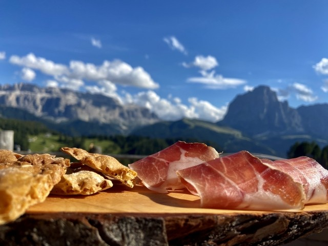 Urige Almhütten mit Südtiroler Gastfreundschaft laden zum Einkehren ein