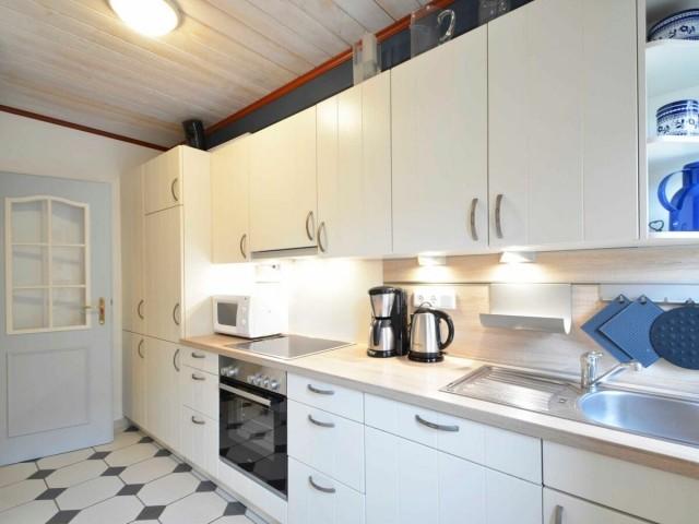 Die Küche ist gut ausgestattet und lädt zum Kochen ein.