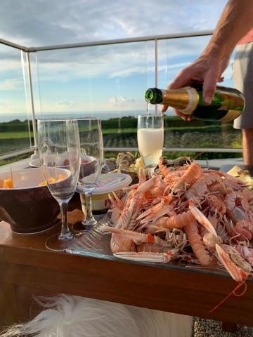 Terrasse mit Blick am Meer - ideal für ein Bier trinken :-)