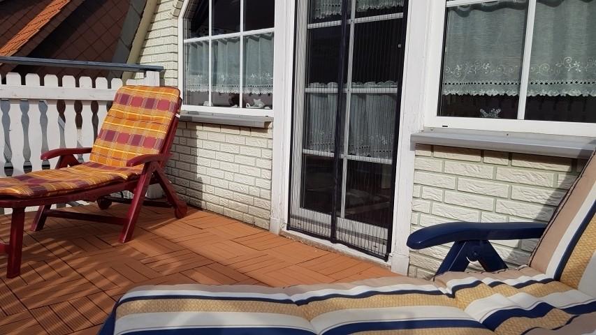 Balkon mit Sonnenliegen