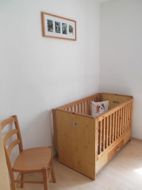 Babybett im Schlafzimmer 1