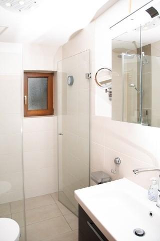 Dusche mit zusätzlicher Toilette