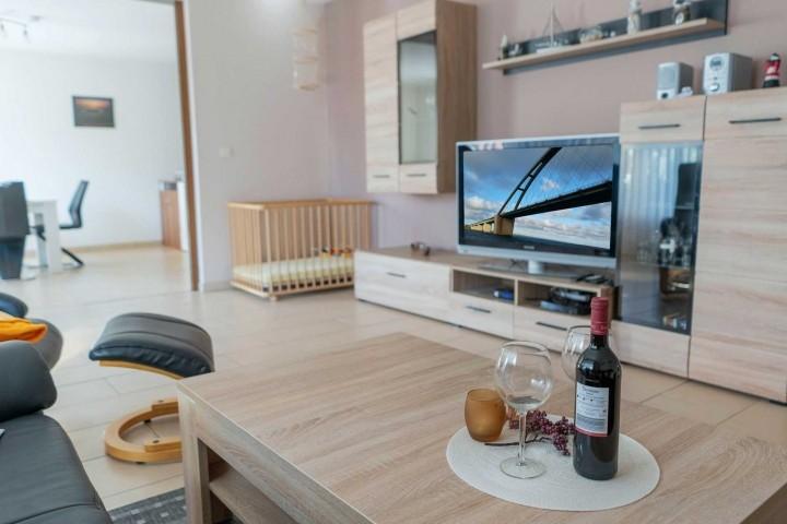Für gute Unterhaltung sorgen TV, Hifi-Anlage und DVD-Player