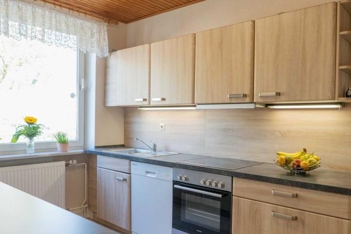 Moderne, gut ausgestattete Küche