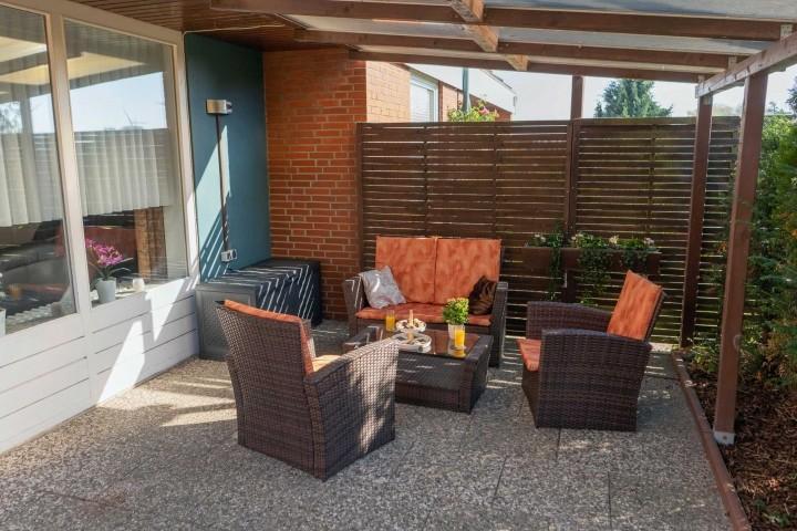 Terrasse mit Sitzgruppe zum gemeinsamen Entspannen