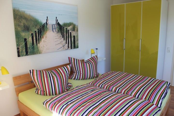Schlafzimmer mit Doppelbett EG