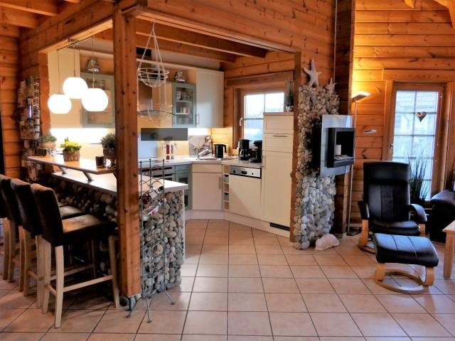Blick vom Esszimmer auf die offene Küche
