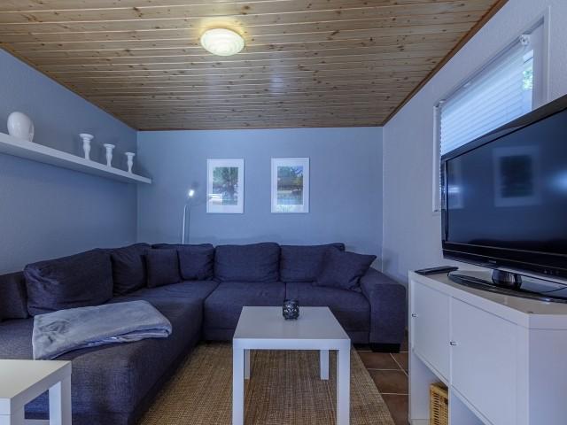 Couchbereich mit Flachbild TV