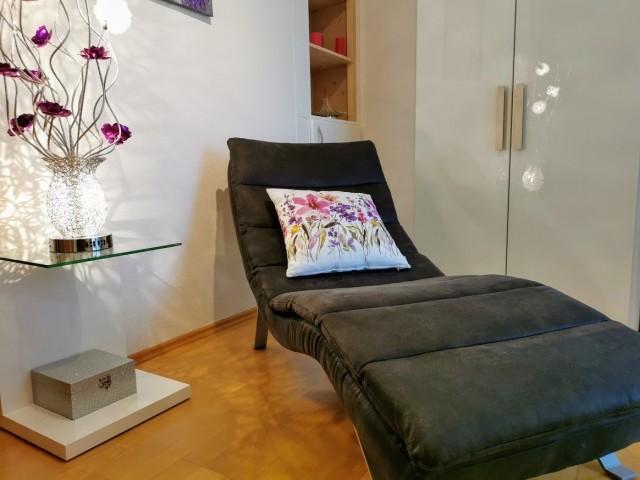 Gemütliche Liege im kleinen Zimmer zum relaxen...