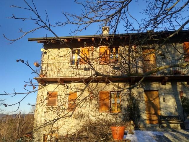 Winterhaus mit Sonne