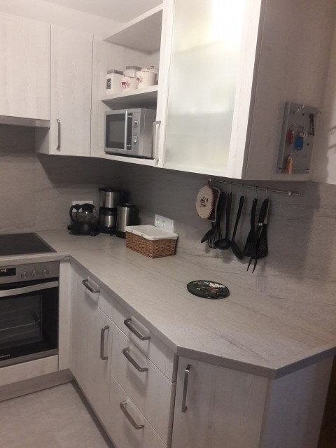 Neue Einbauküche mit Ceranfeld