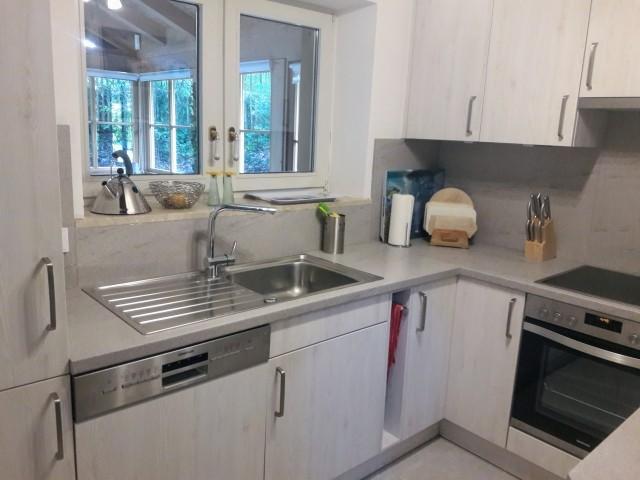 Kühl-Gefrierschrank, Spülmaschine, Mikrowelle, Backofen