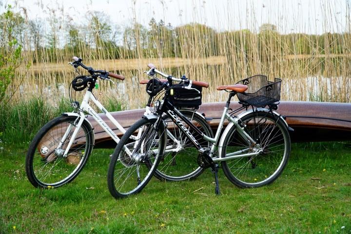 zwei sehr gute Damenfahrräder stehen zur freien Verfügung