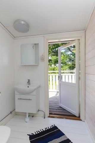 Haupthaus: kleines Bad im Obergeschoss mit Balkon