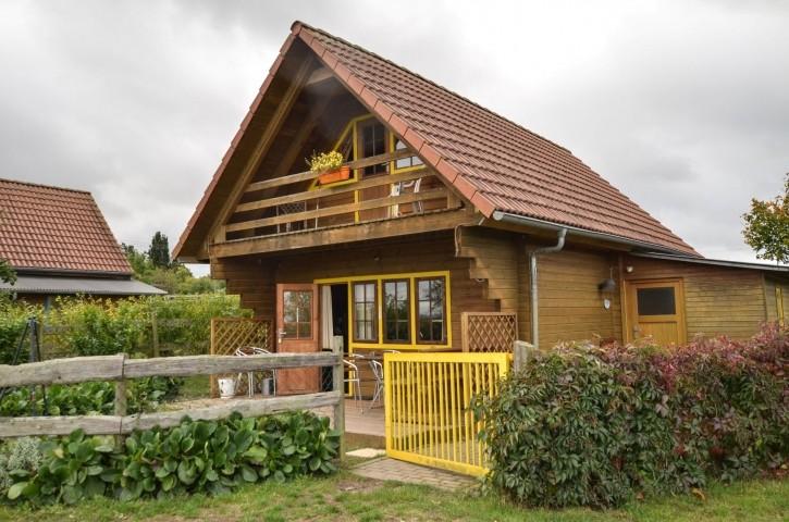Außenansicht gelbes Blockhaus