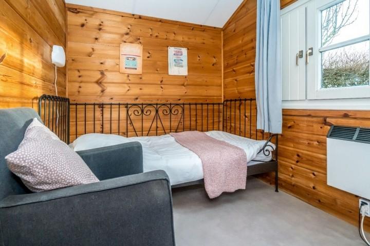 Schlafzimmer 3 mit 1 Einzelbett und Kommode