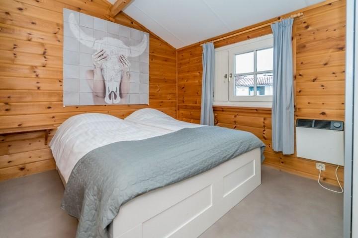 Schlafzimmer 1 mit Doppelbett (160x200) und Schrank