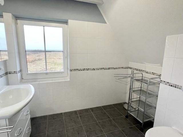 kleines Bad mit Dusche im OG