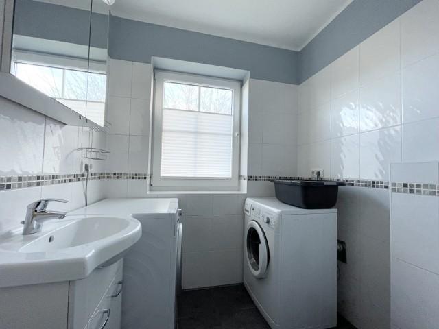 WC im EG mit Waschmaschine und Trockner