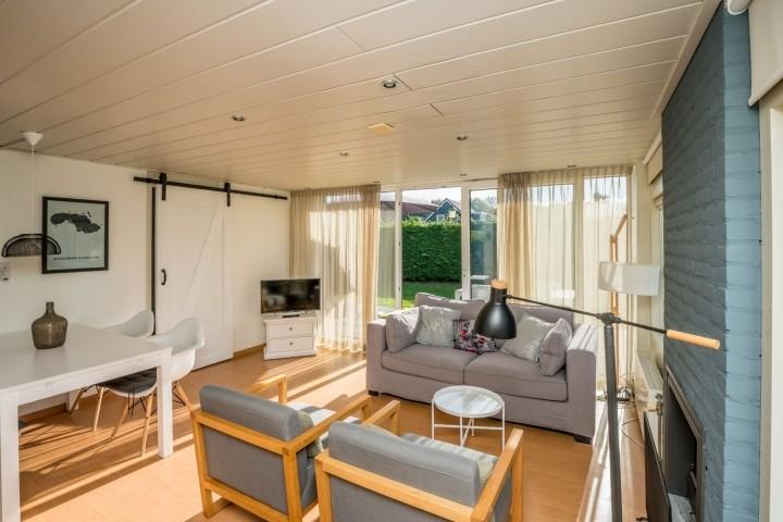 Das neu eingerichtete Wohnzimmer mit Schiebetür