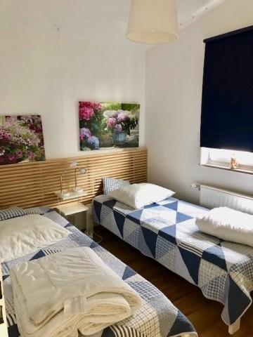 Schlafzimmer 2 mit zwei zusammenschiebbaren Einzelbetten